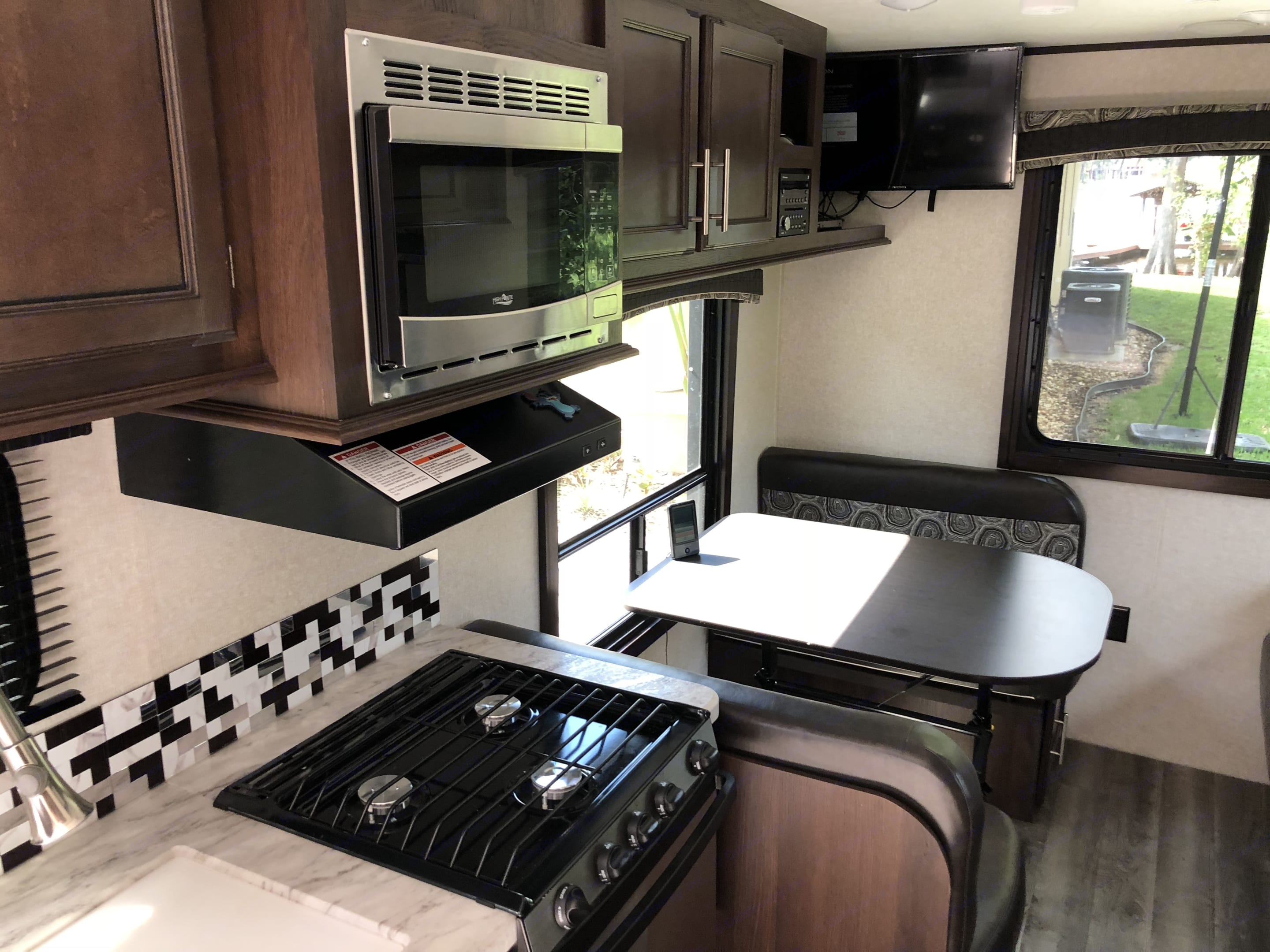 Microwave, range, oven and 4 top table that folds down to a bed.. Jayco JayFlight 21QB 2019