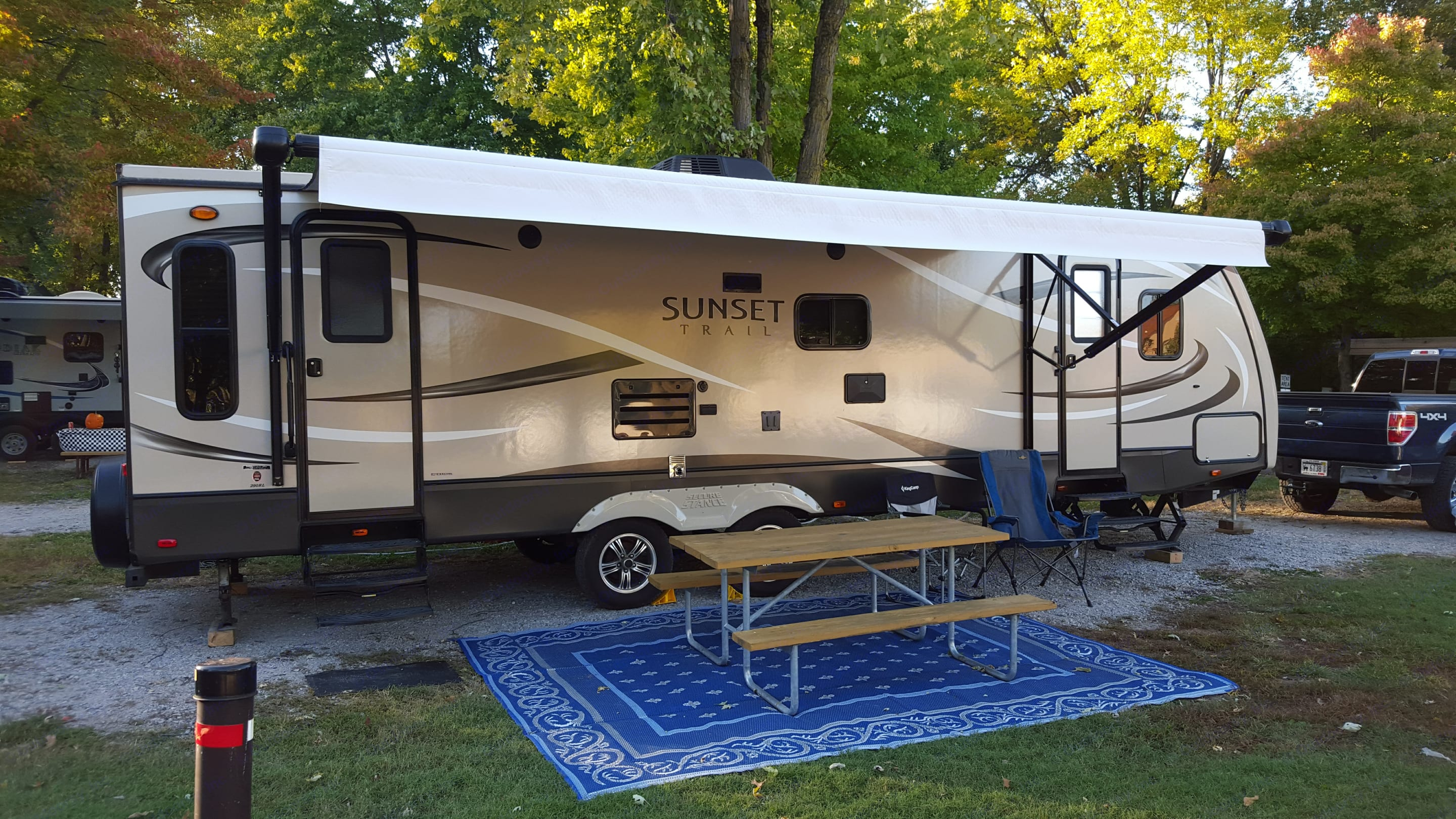 """29' of camping fun! Electric awning, electric leveling, and a large slide-out make """"Sunny"""" an easy to set up travel trailer.. Crossroads Sunset Trails 290RL Super Lite 2015"""