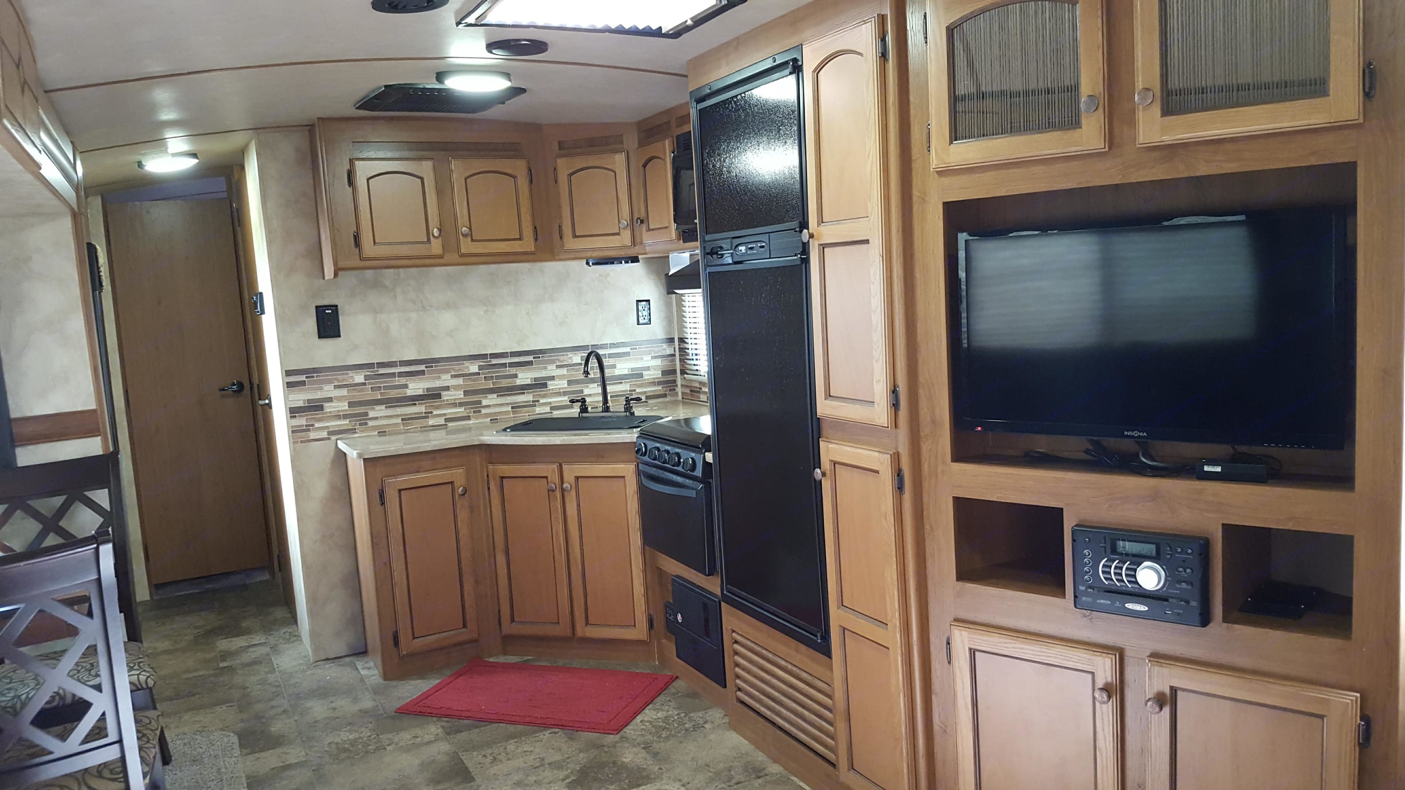 The slide-out give ample room inside for cooking, dining together, or watching television. DVD player and stereo with optional outdoor speakers are included.. Crossroads Sunset Trails 290RL Super Lite 2015