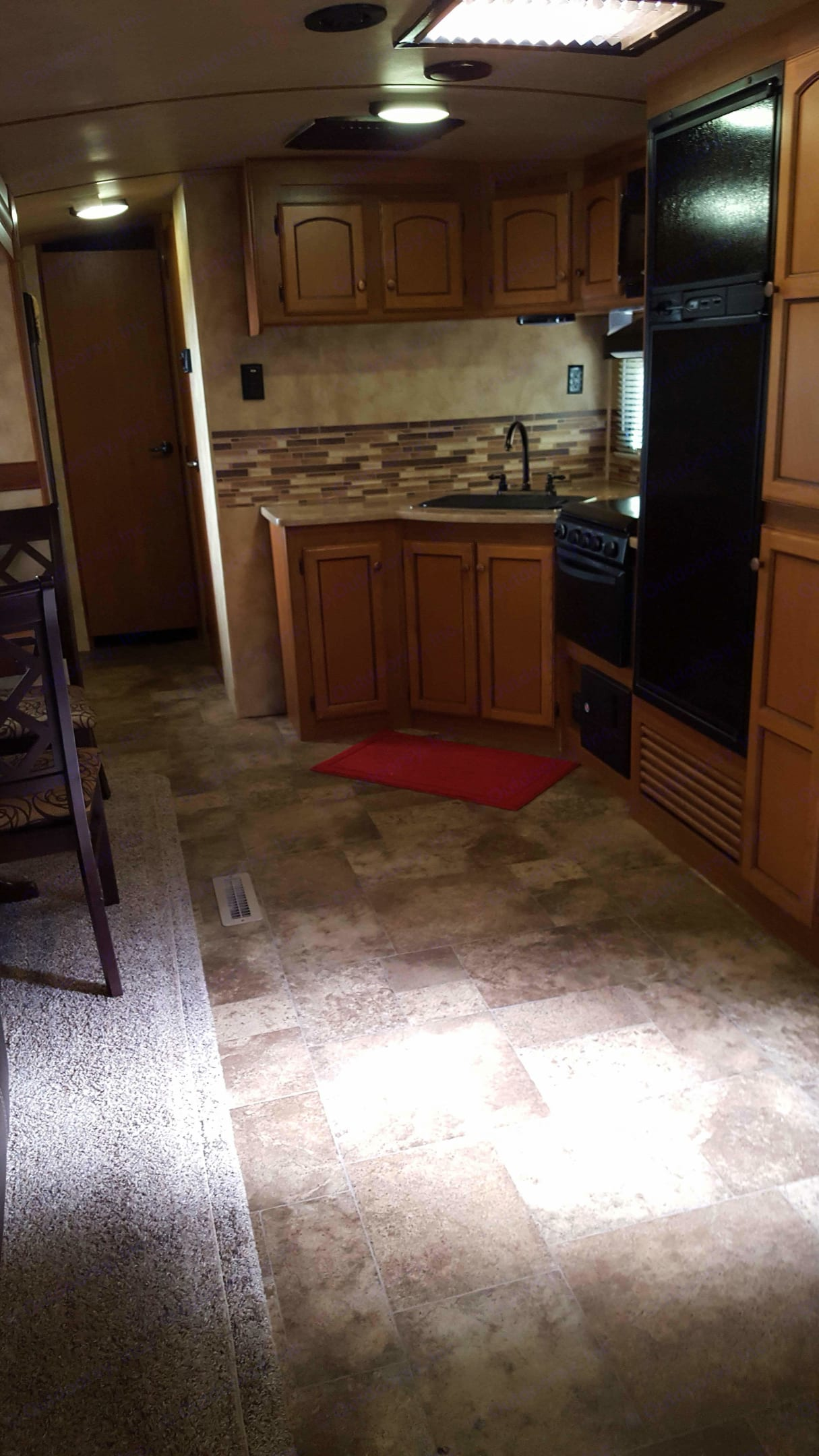 Three burner stove, oven, microwave, refrigerator and freezer with loads of cabinets for storage!. Crossroads Sunset Trails 290RL Super Lite 2015