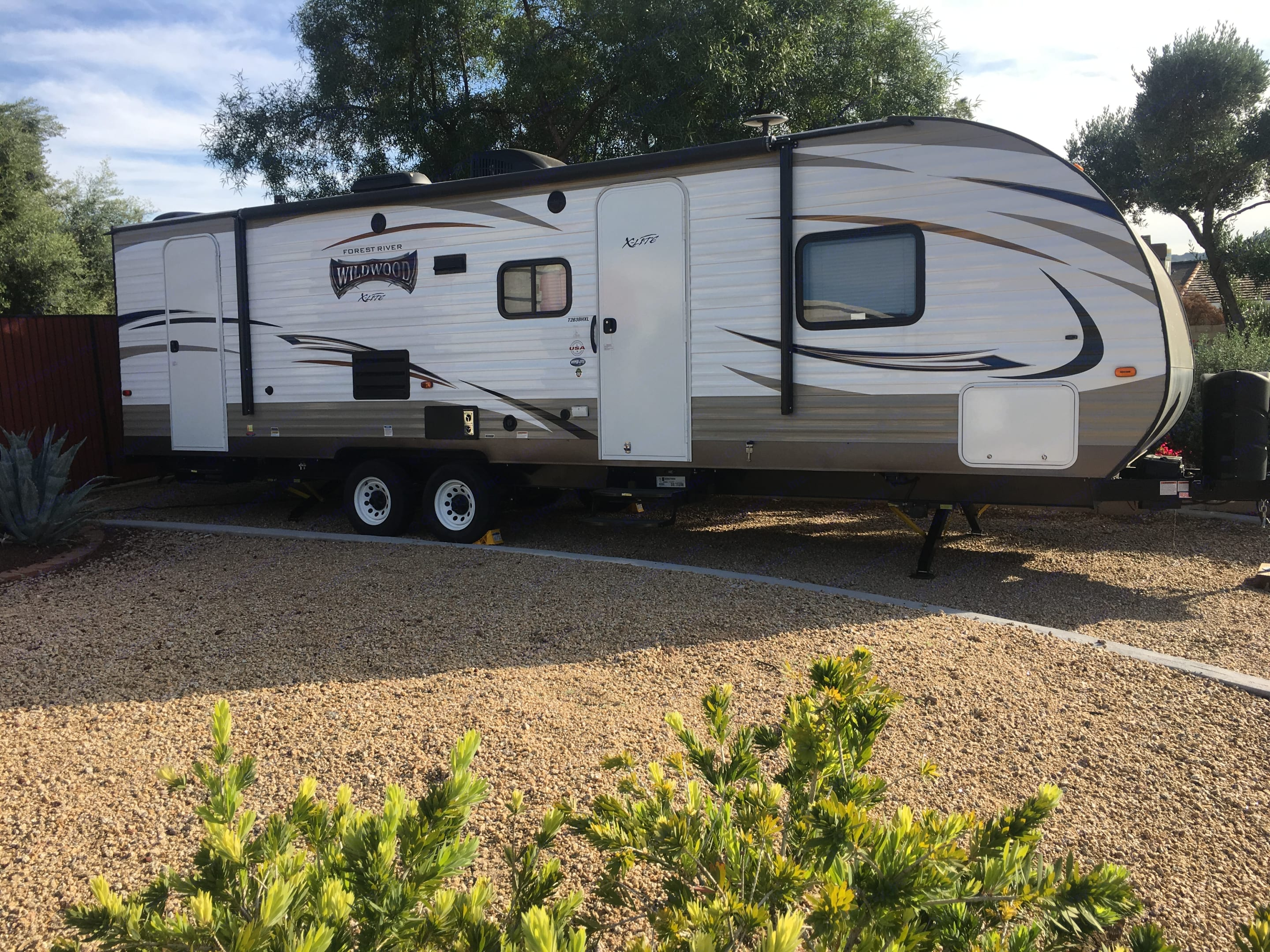 This unit is like new, been out 3 times. Full equipped!. Forrest River Wildwood 263BHXL 2018
