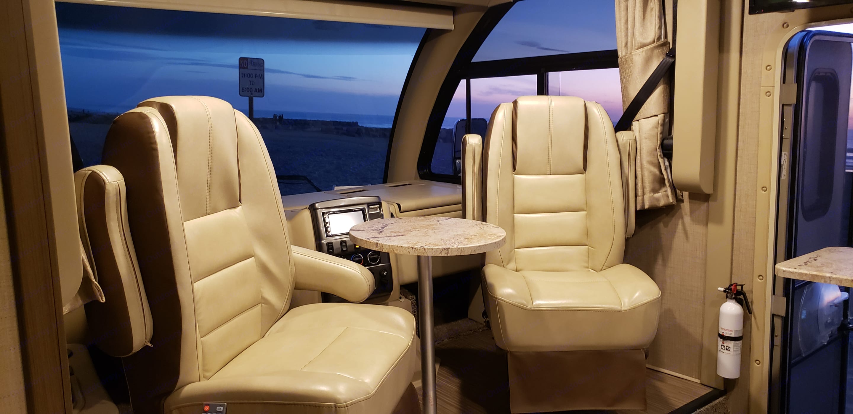 The captain's chairs swivel 360 degrees. Enjoy dinner with a view!. Thor Motor Coach Vegas 2018