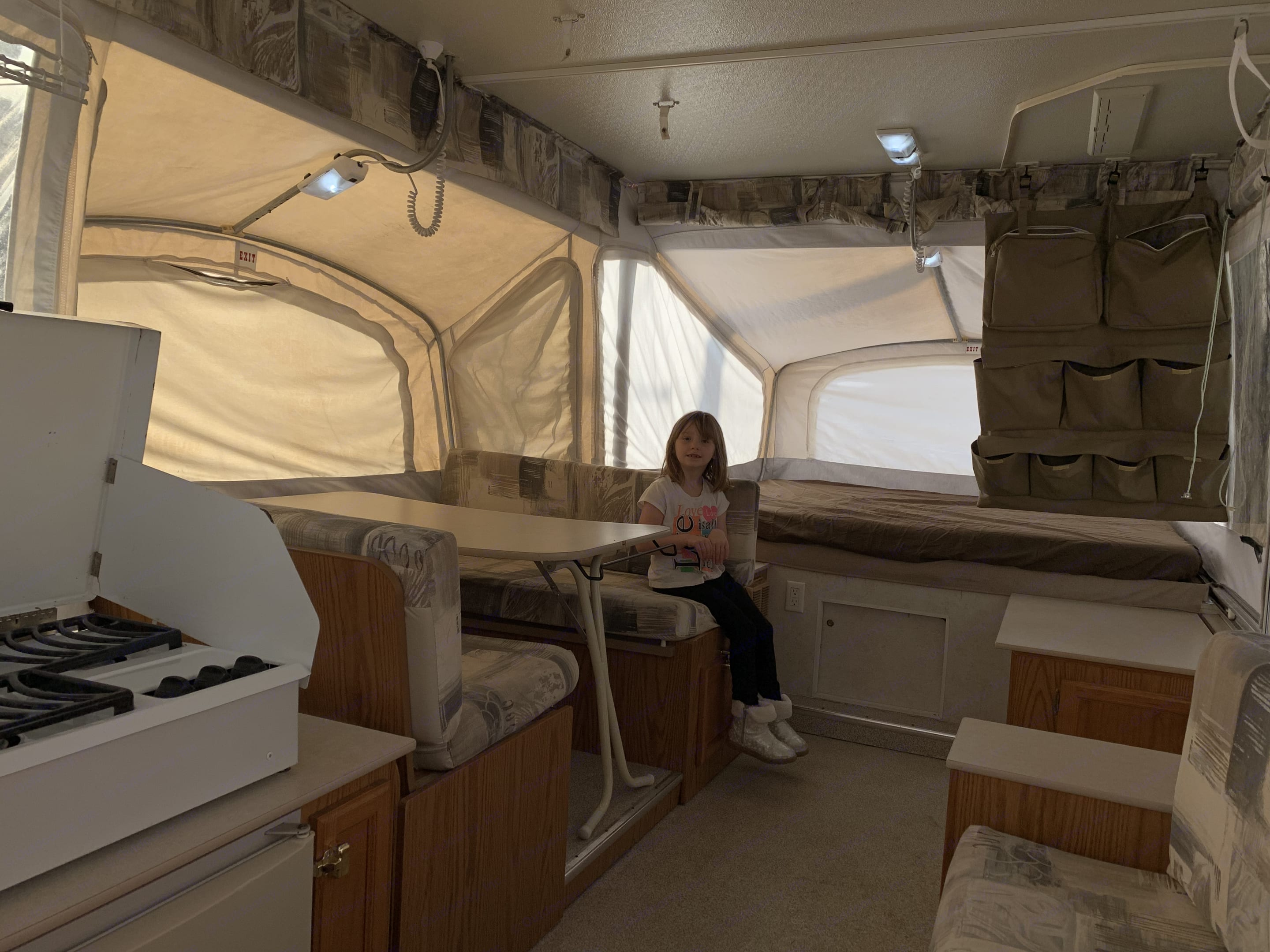 Led lighting throughout the interior ensues easy living. . Jayco Heritage Cascade 2001