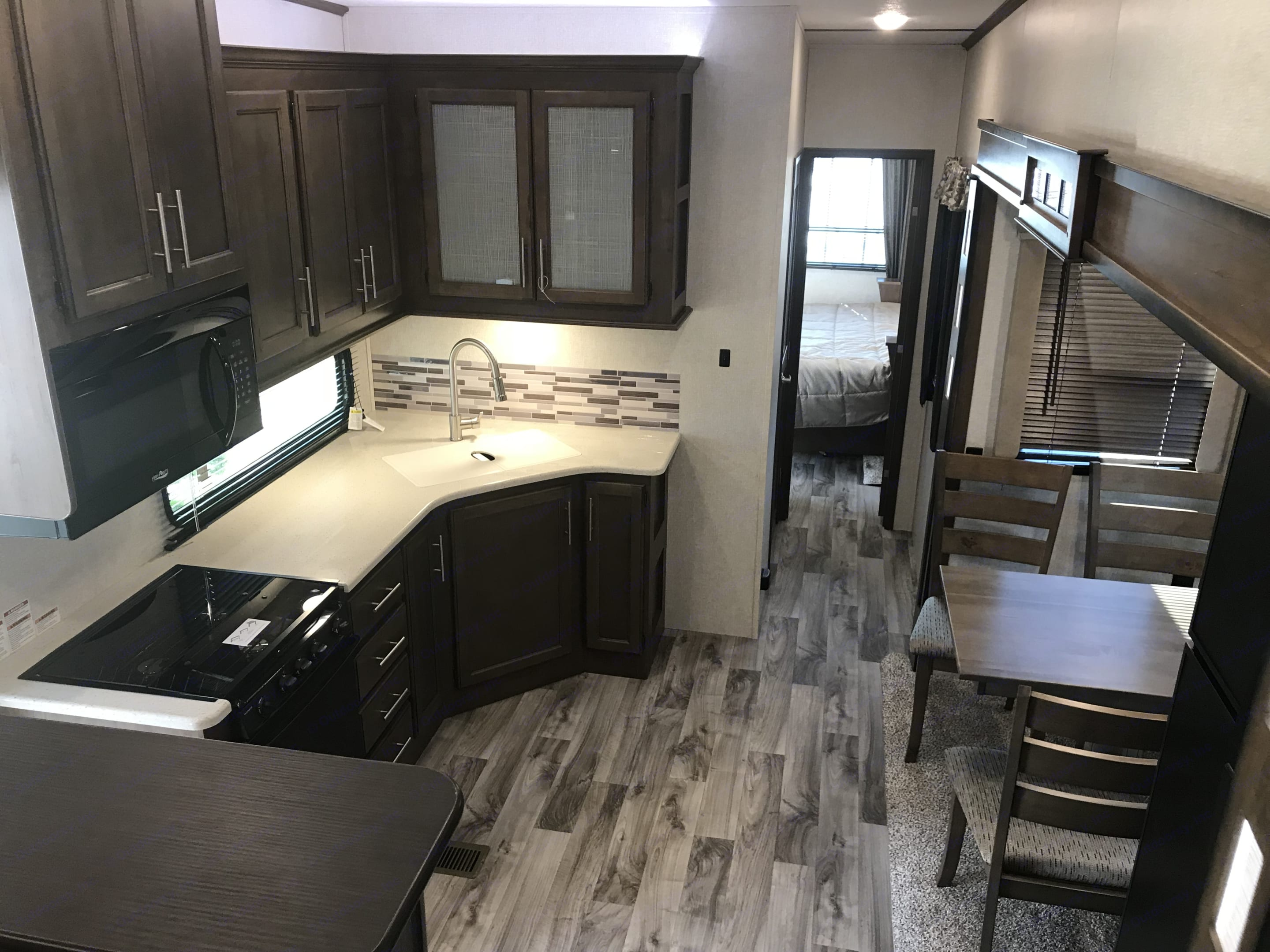 full size kitchen stove oven & microwave dinning for 4. Keystone Cougar 2018