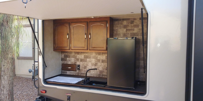Outdoor Kitchen. Forest River Heritage Glen 2016