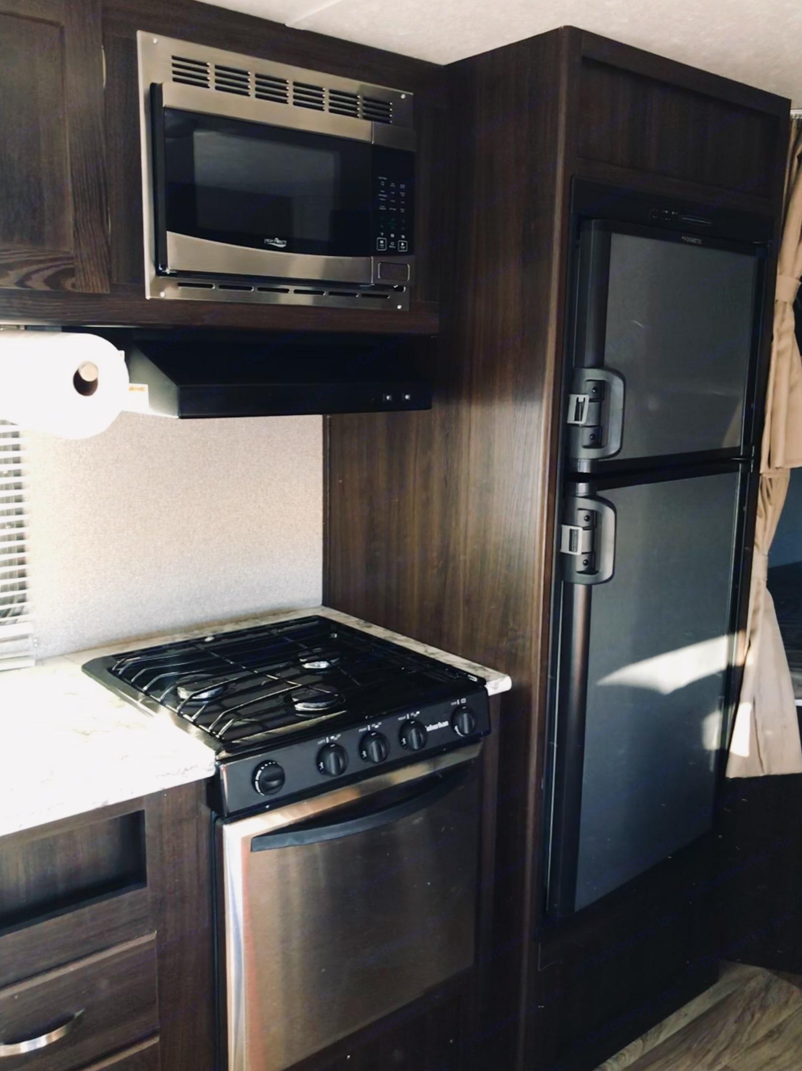 Stainless steel appliances . Keystone Springdale 2019
