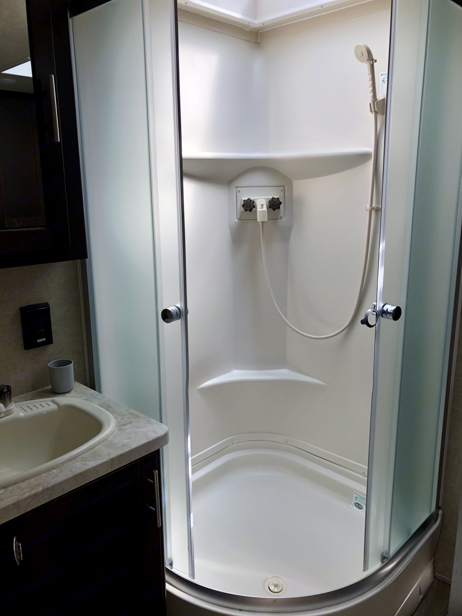 Nice Shower, sink and toiletry cabinet. Forest River Cherokee Grey Wolf 2018