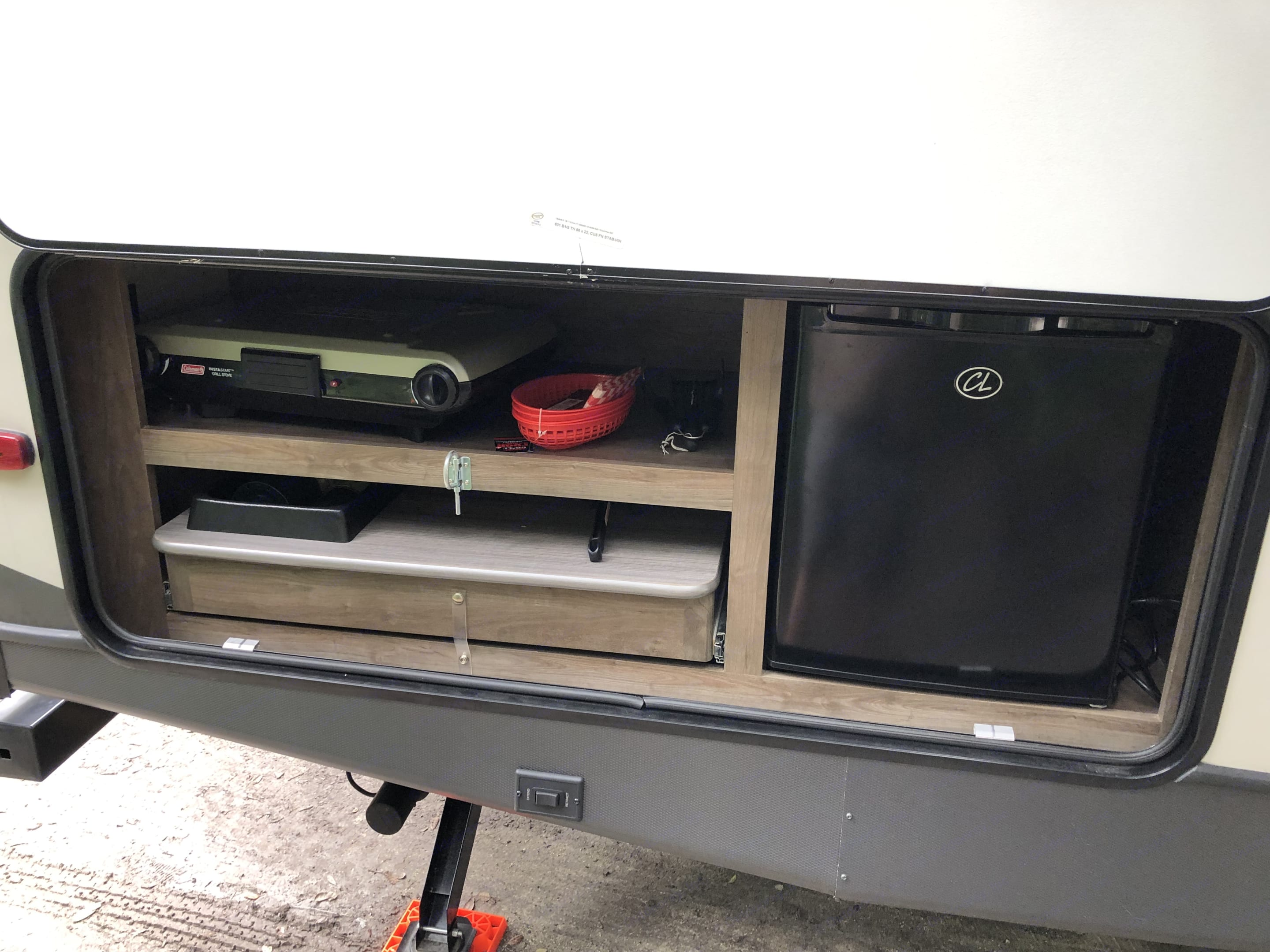 Outdoor Kitchen, Sink, stove, grill, refrigerator and prep table.. Coleman 2835BH 2018