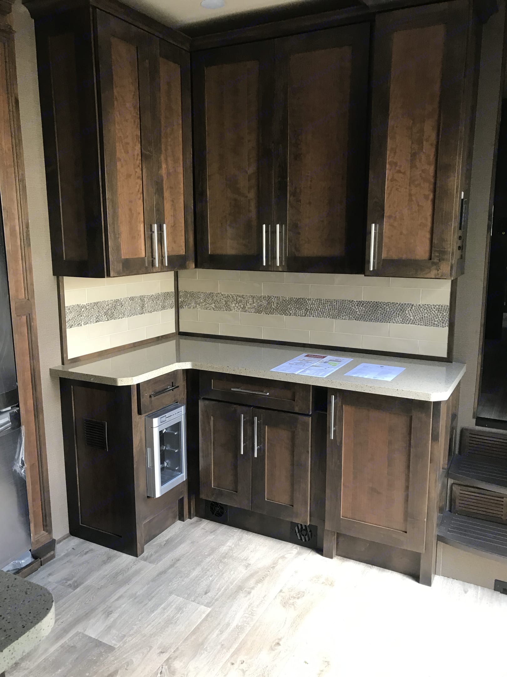 Counter with Wine Refrigerator . Vanleigh 38FT Vilano 2018