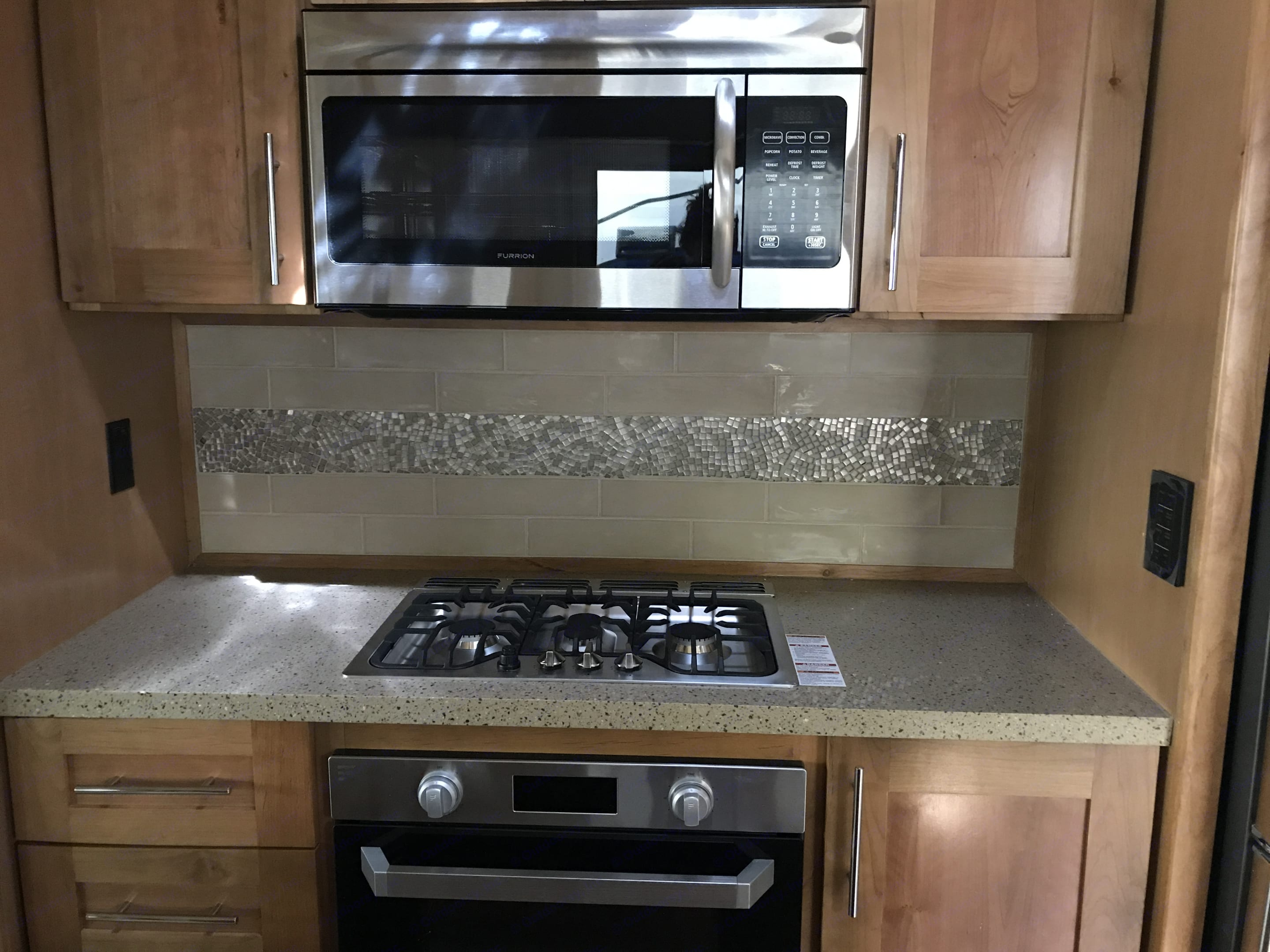Gas Stove, Gas Oven and Convection Microwave . Vanleigh 38FT Vilano 2018