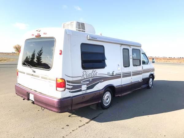 Winnebago Eurovan Camper Rialta 1999
