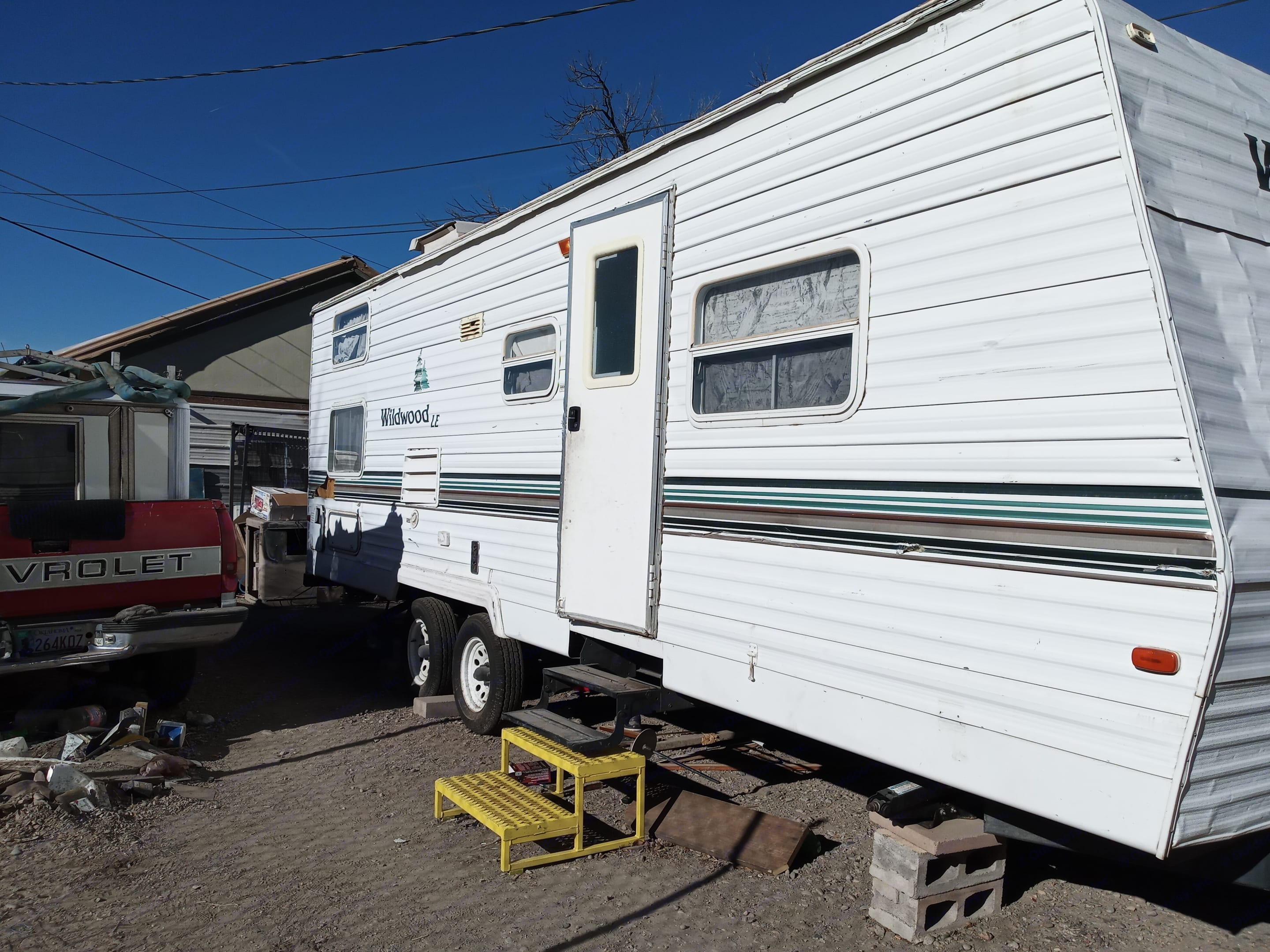 Front door of camper and side view. Wildwood 32qbss Other 2006