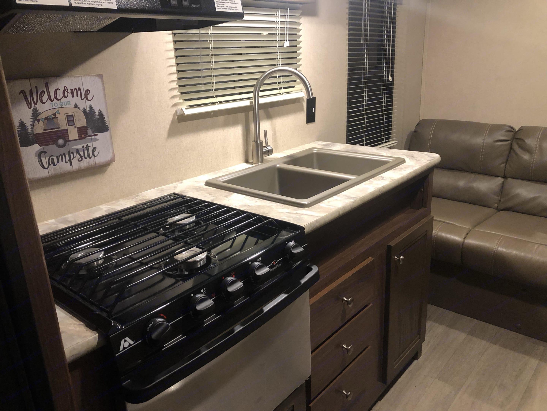 Kitchen. Coleman 274BH 2018