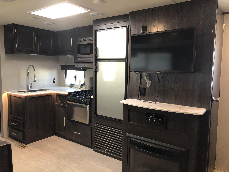 Kitchen. Keystone 288BHSL 2018