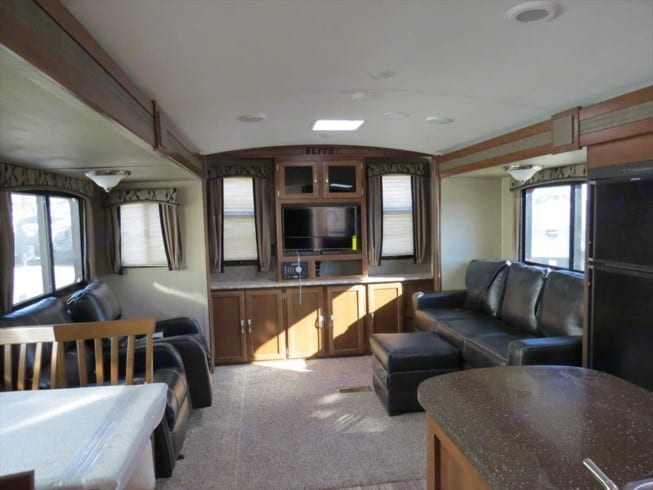 """Very spacious living room, with a 40"""" Hd TV and Stereo System. Keystone Passport Elite 31-RE 2018"""