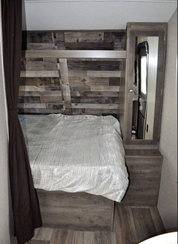 Queen bed with side closet. Dutchmen Aspen Trail 2019
