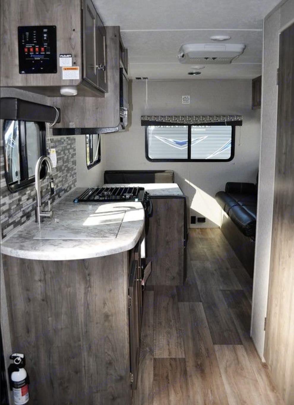 kitchen/dining. Dutchmen Aspen Trail 2019