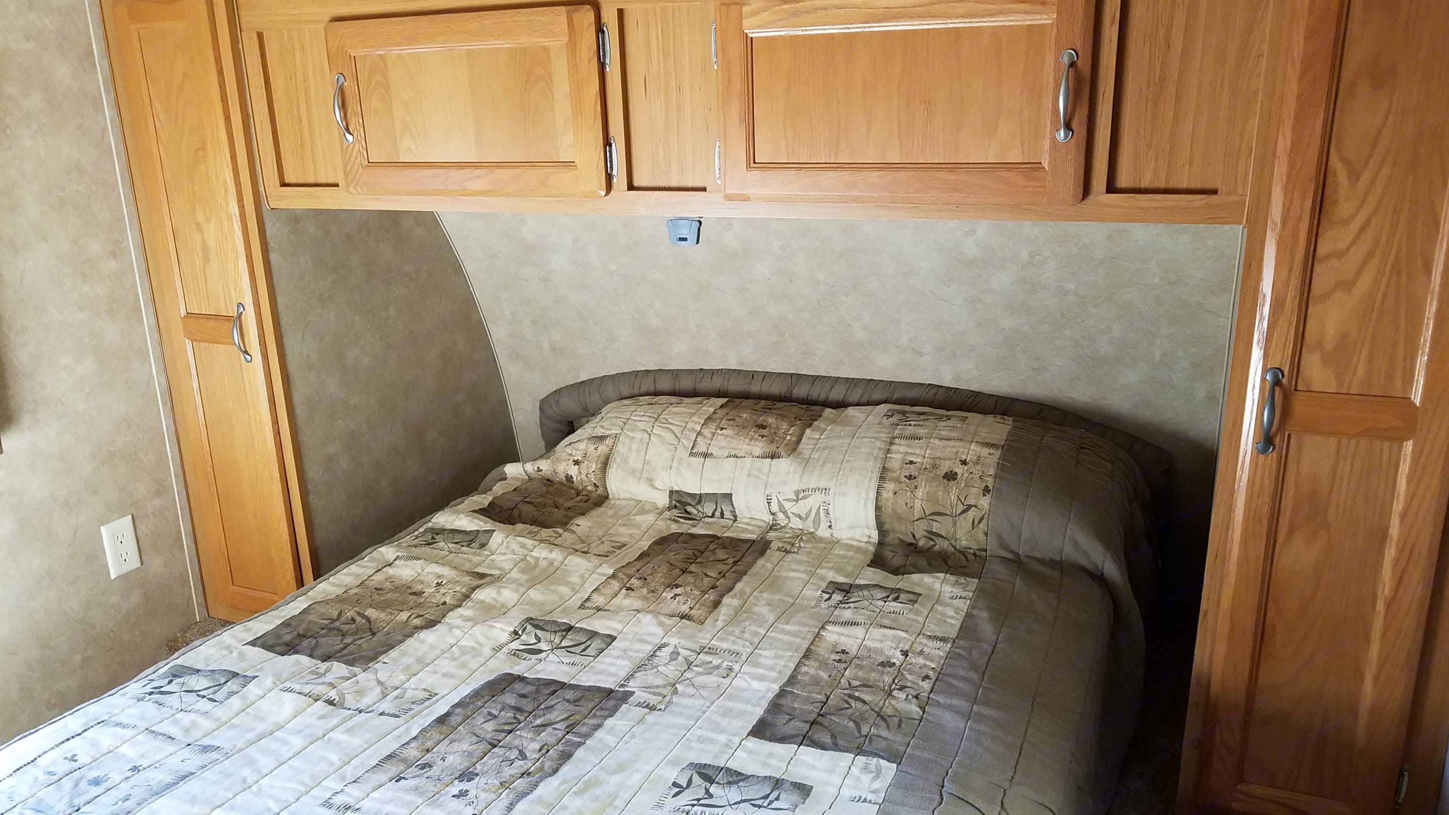 Full-sized real mattress in the master bedroom. Skyline Texan 2009