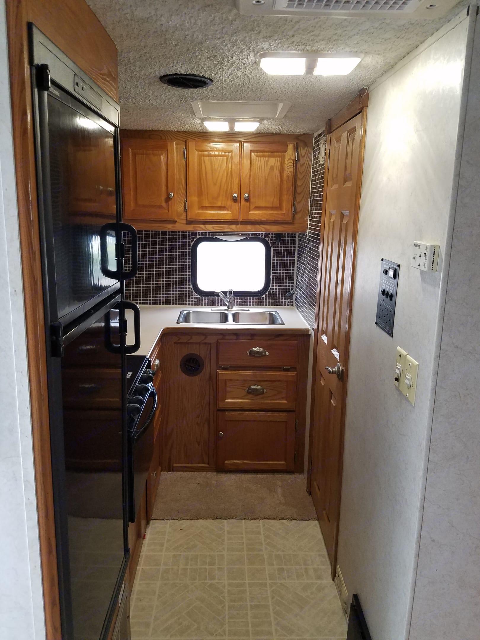 Kitchen. Gulf Stream B Touring Cruiser 2004
