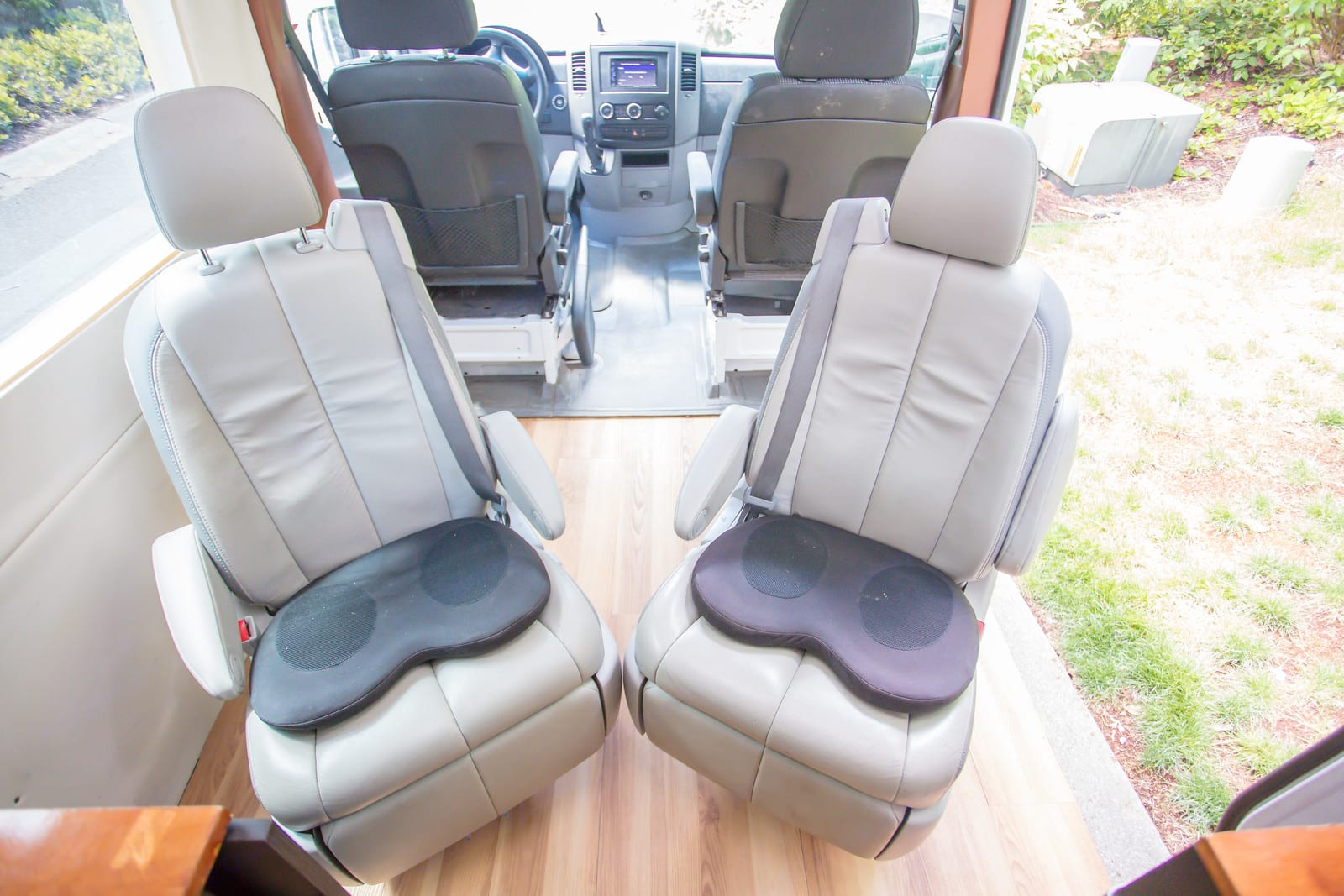 Seats swivel and rotate. Mercedes-Benz Sprinter 2010