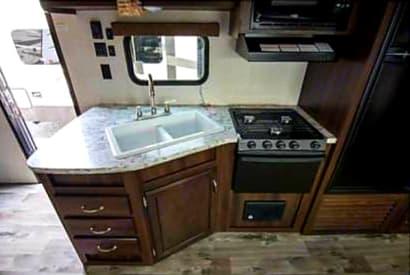 Nice Functional Size Kitchen. Jayco Jay Flight 2018