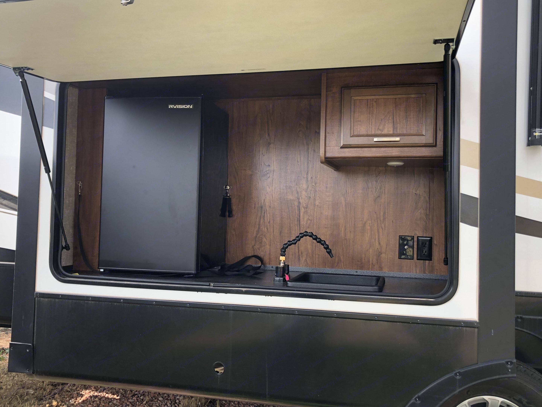 Outdoor kitchen . Heartland Sundance 2018