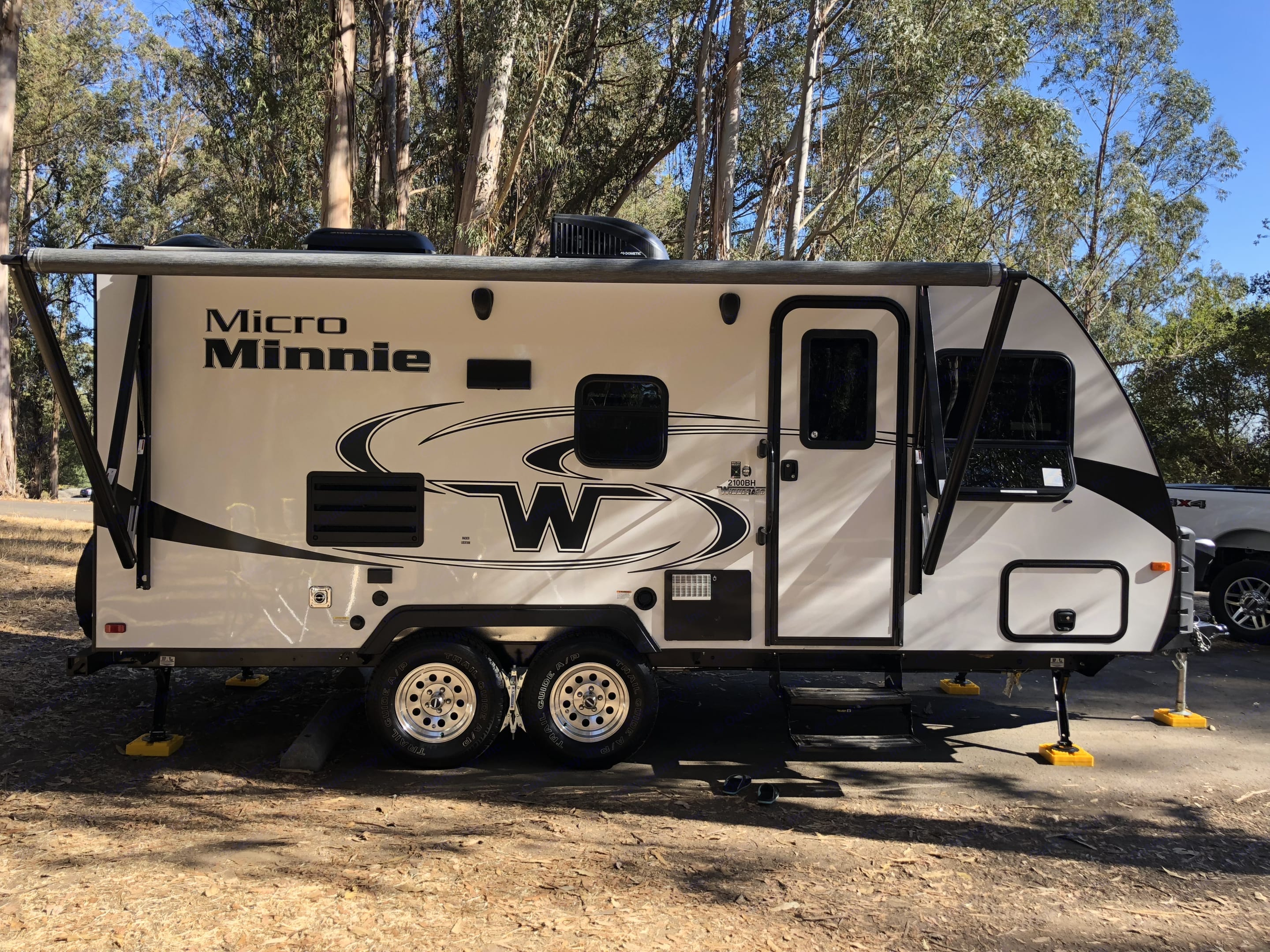 Great amenities, including an awning, storage and hookup options.. Winnebago Micro Minnie 2019