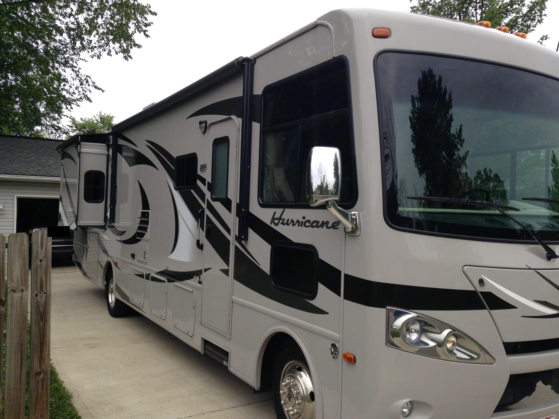 Thor Motor Coach Hurricane 2013