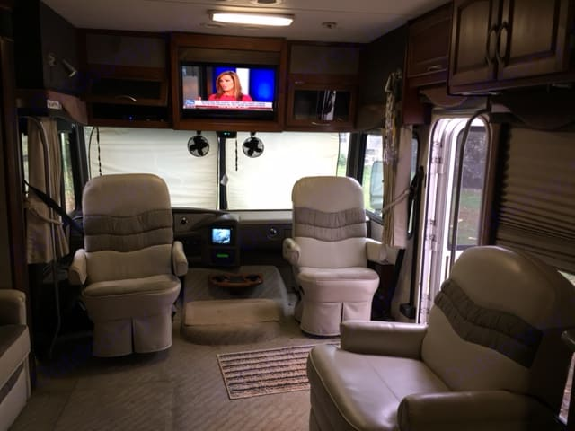 All the comforts of home. Fleetwood Pace Arrow 2004