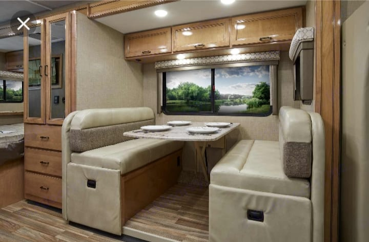 Dinette that converts into bed. Thor Motor Coach Chateau Citation Sprinter 2017