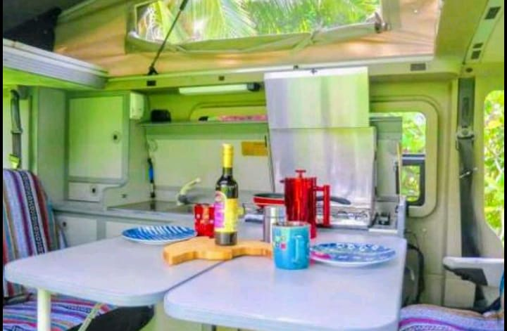 Two tables, front captain seats that swivel for living dining set-up. Pop the top for space, light and fresh air!. Volkswagen Eurovan 1997