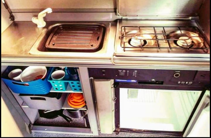 Kitchen sink, stove, fridge, essentials, all of the comfort and amenities of a Full Camper!. Volkswagen Eurovan 1997