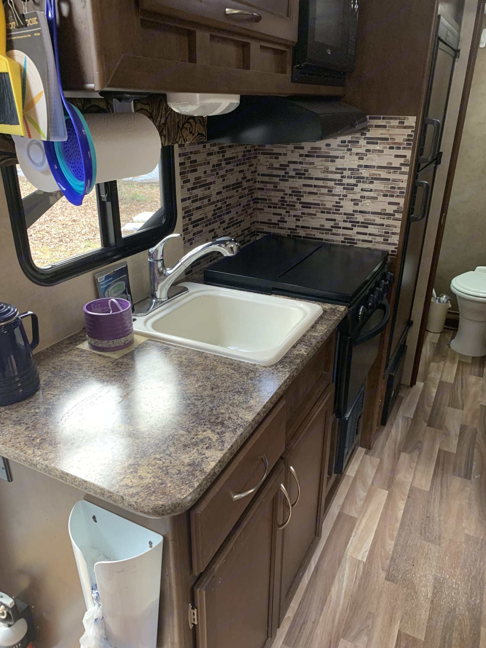 Cozy kitchen with all the fixins. (Dishes, silverware, pots, pans, trash bags and more!) . Pacific Coachworks Tango 2016