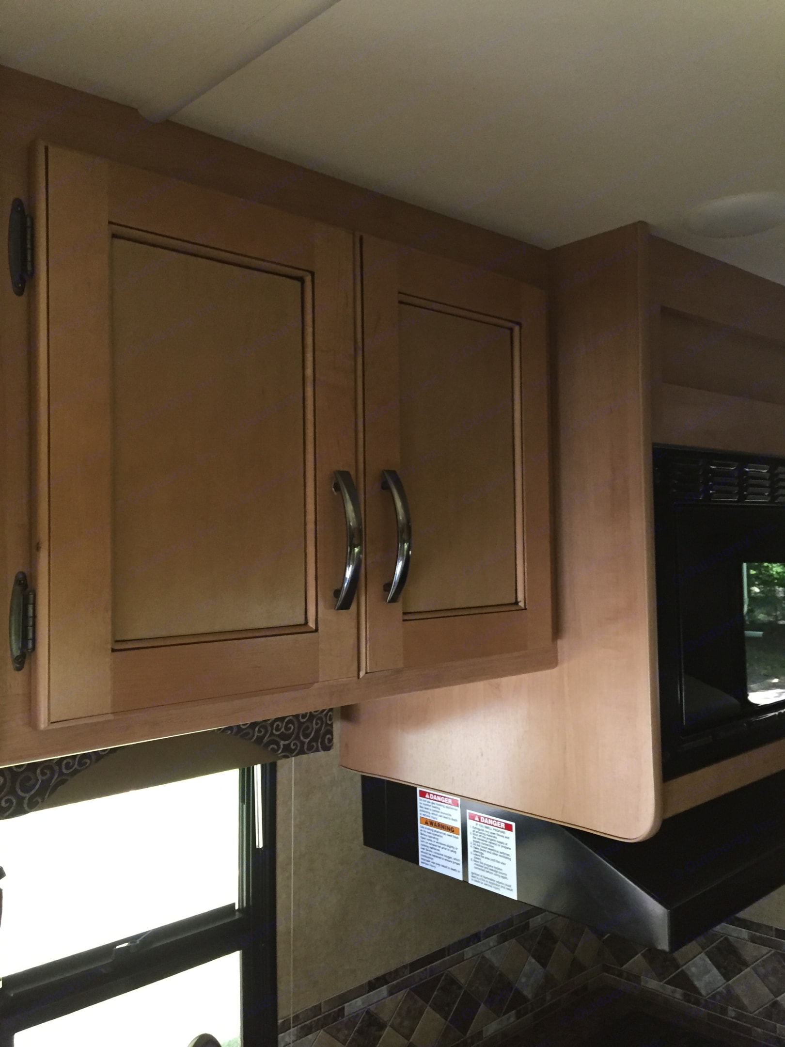 Plenty of storage area for all your food staples and non-perishables. Thor Motor Coach Freedom Elite 2016