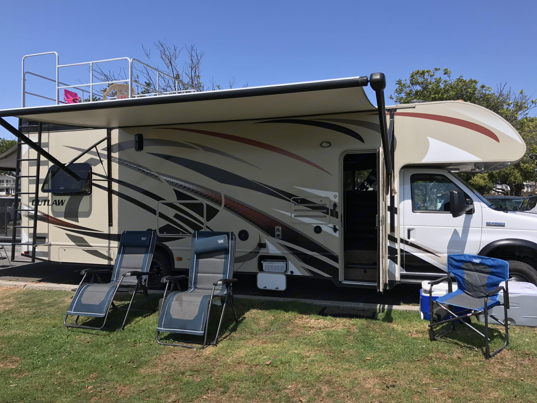 Outside setup. Thor Motor Coach Outlaw 2016