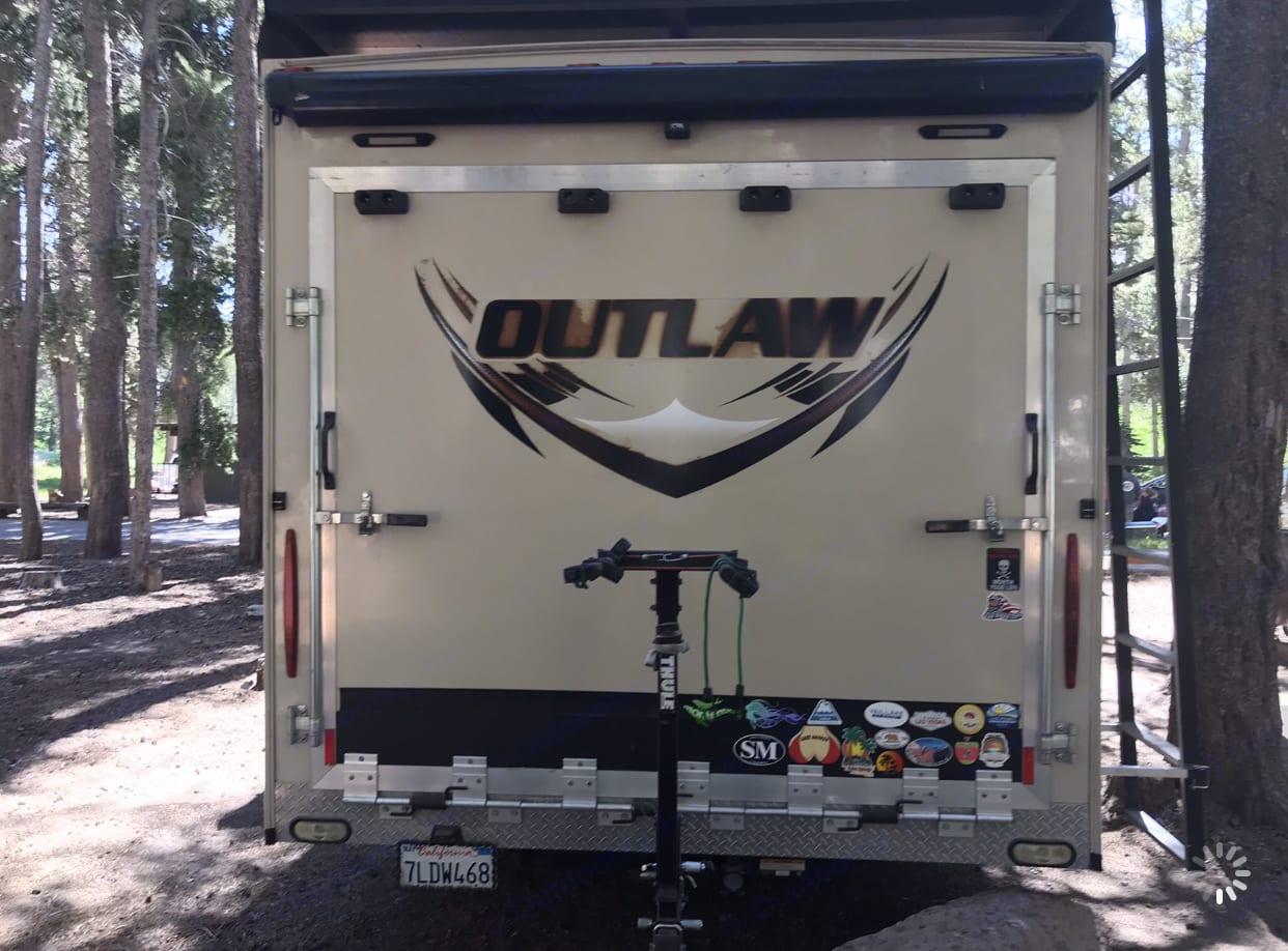 Rear garage. Thor Motor Coach Outlaw 2016