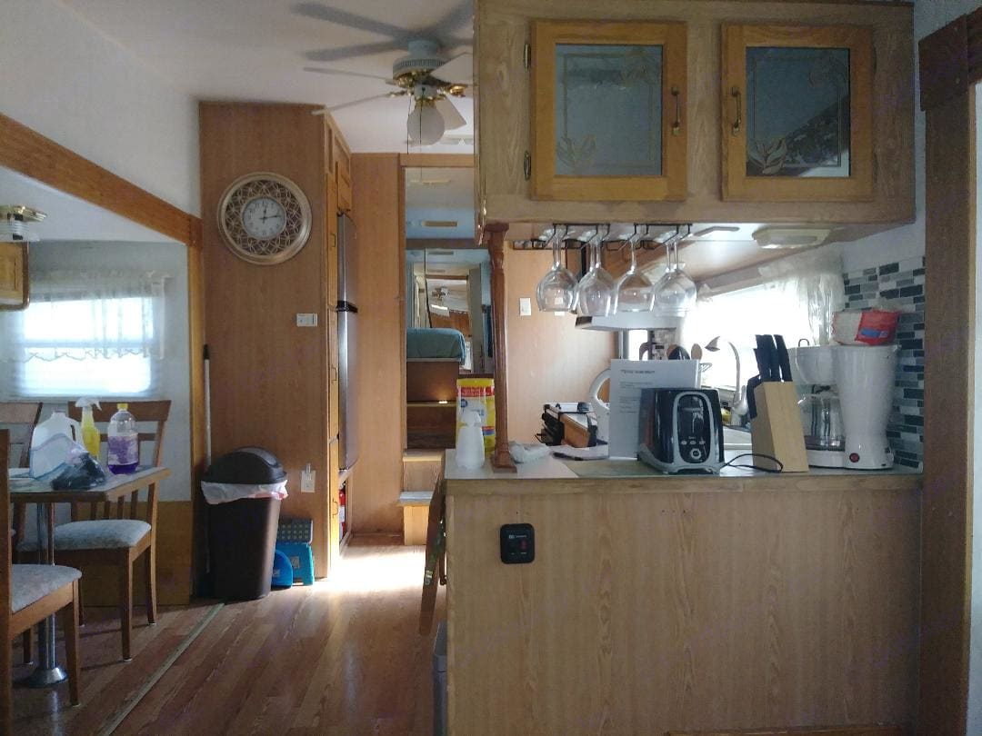 View from living area  forward. . Cardinal Funrunner 2000