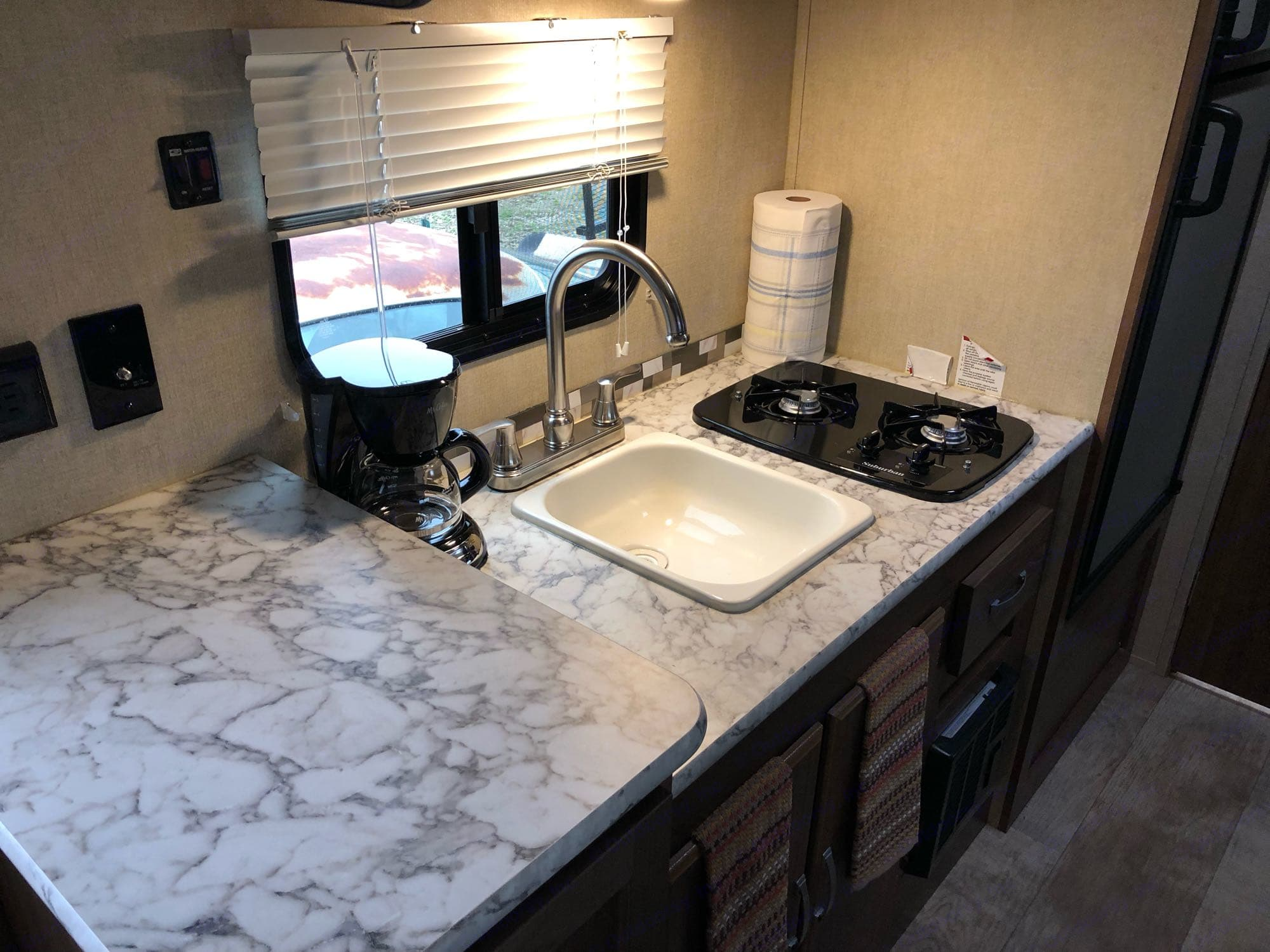 Kitchen (Coffee maker included). Gulf Stream Kingsport 2019