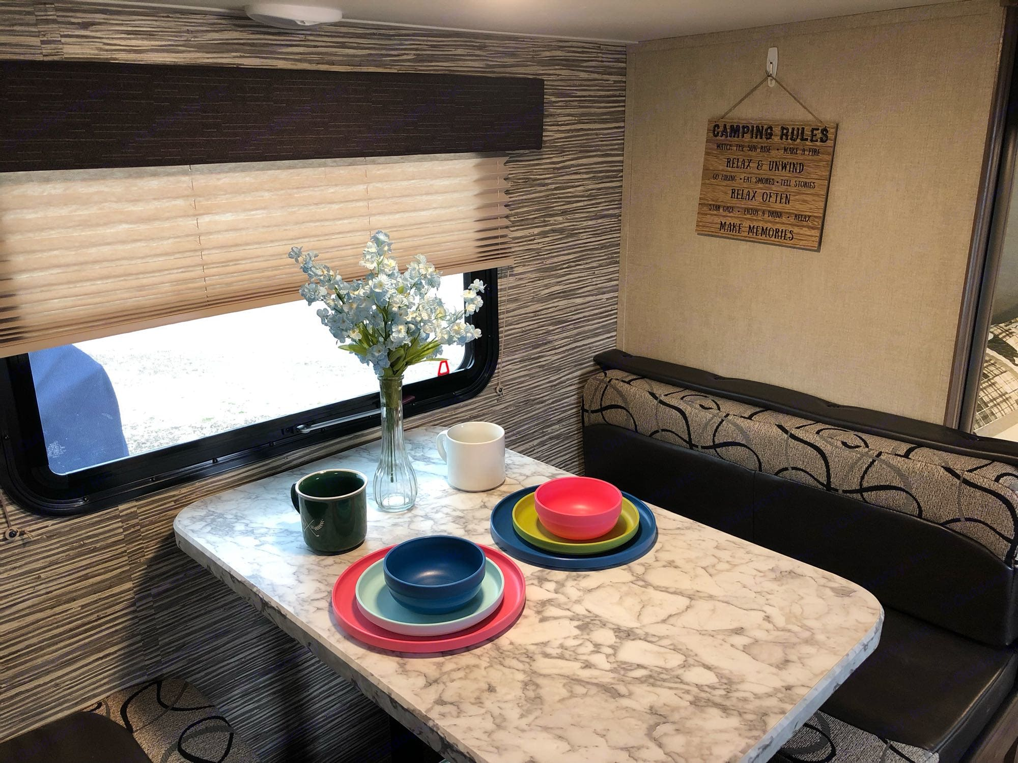 Dining Table. Gulf Stream Kingsport 2019
