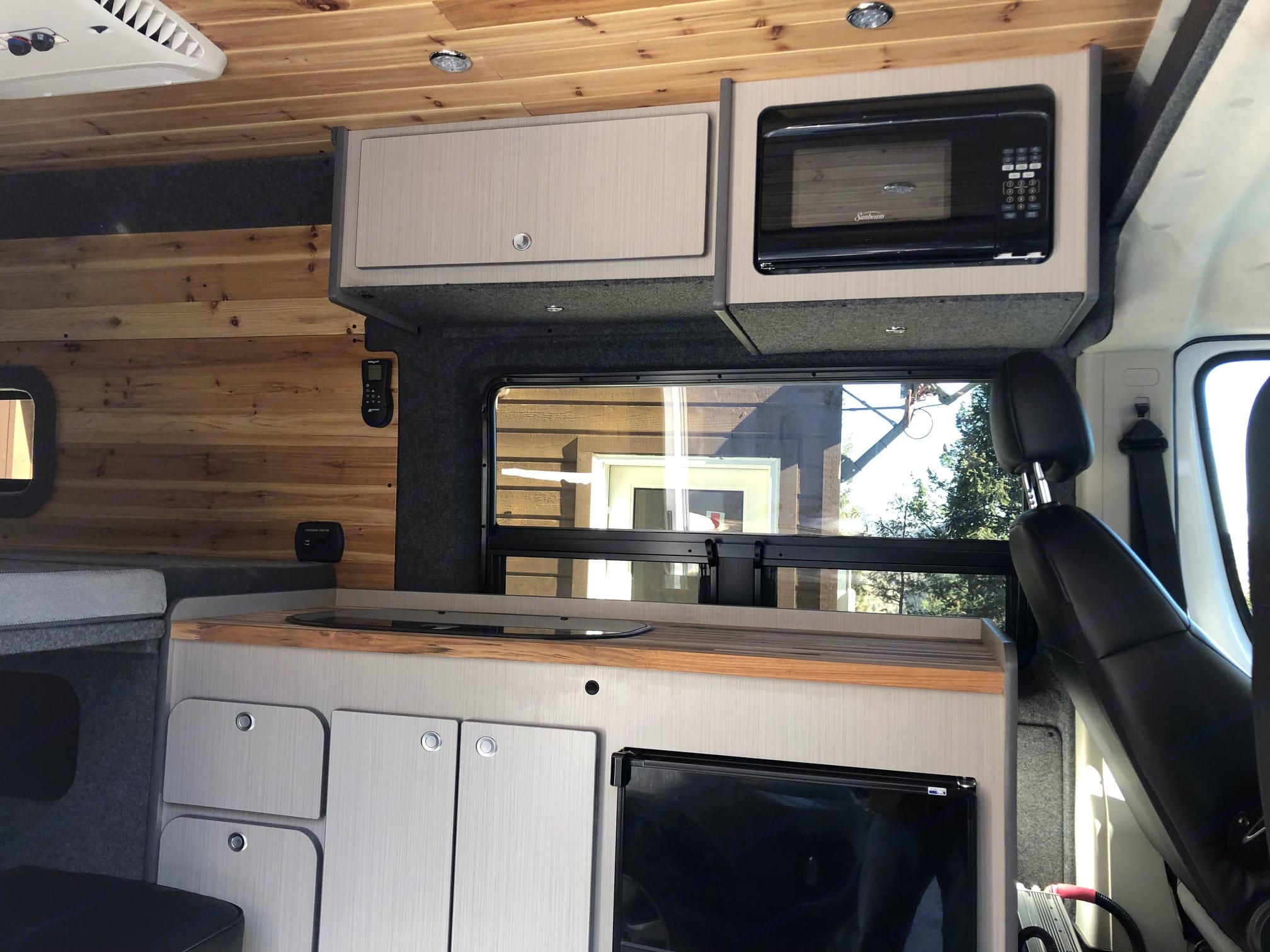 Microwave, fridge, sink, and stove top!. Dodge ProMaster 2018