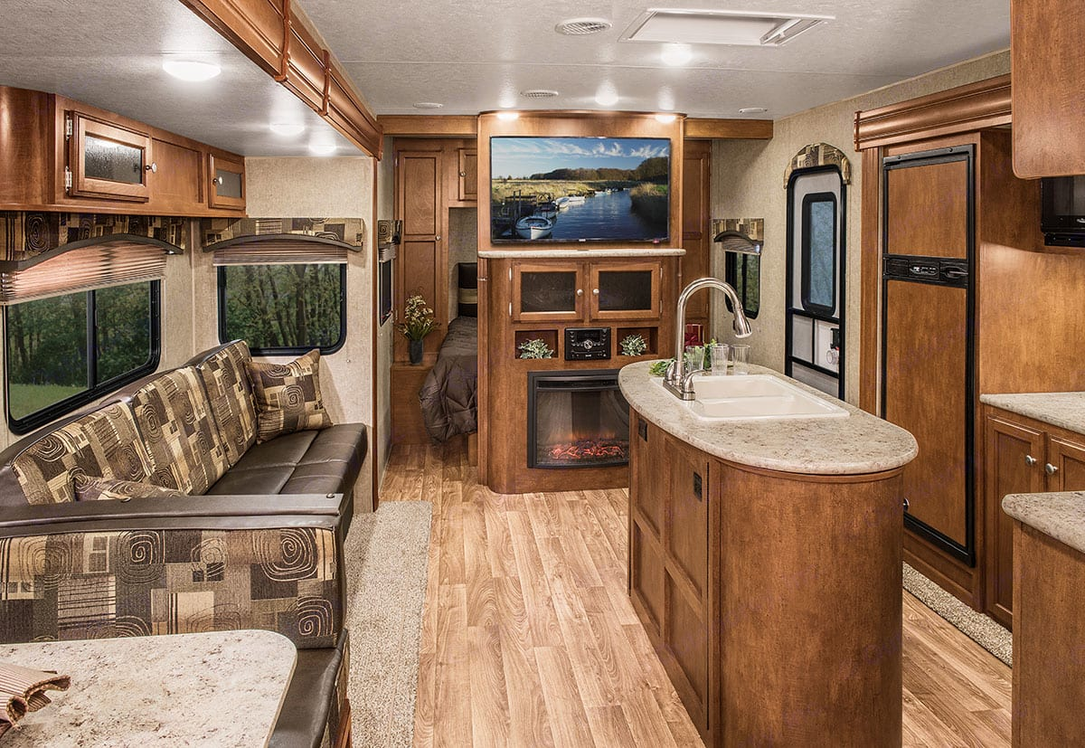 beautiful view of the master, kitchen and entertainment area. Complete with sound system and tv. Sport Trek 320 VIK 2016