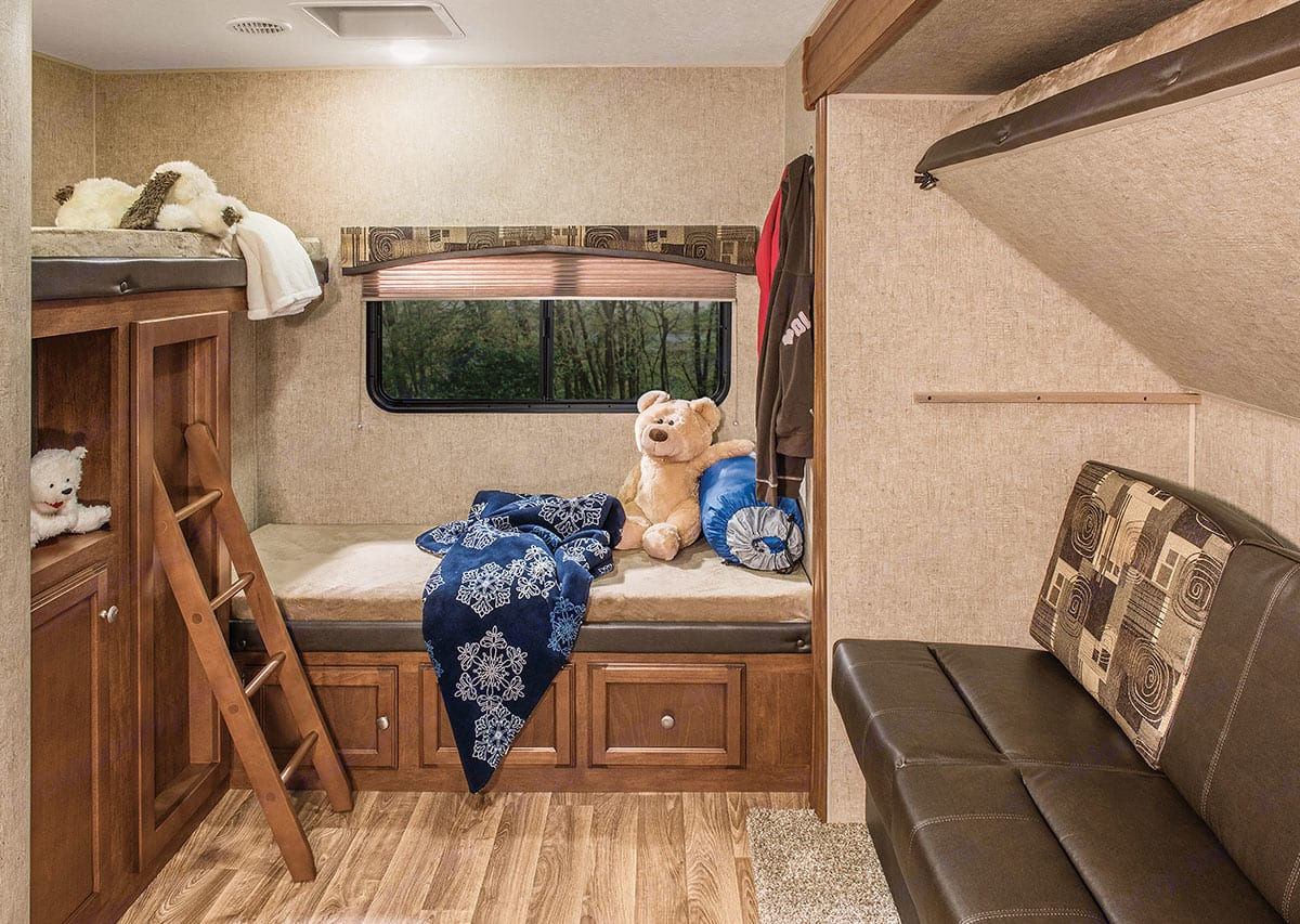 Kids area with room for small tv, curtain for privacy.. Sport Trek 320 VIK 2016