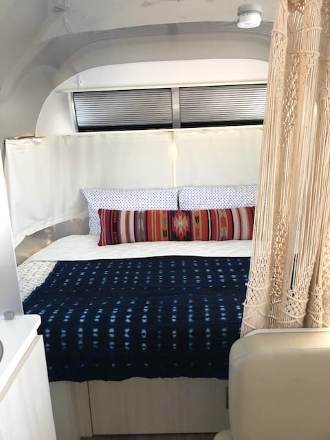 Bed. Airstream Sport 2016