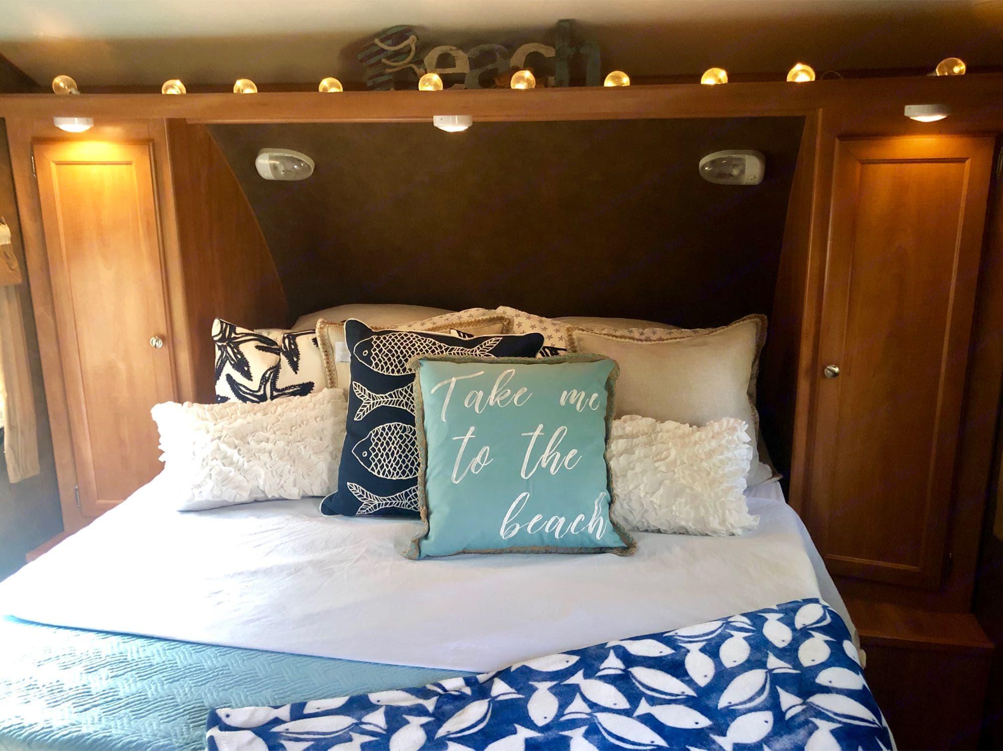 Bedroom. Shasta Breeze 2014