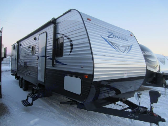 Great family camper. Bunk room with 4 beds, outdoor kitchen with fridge, sink and stove top for convenience! . Crossroads Z-1 2017