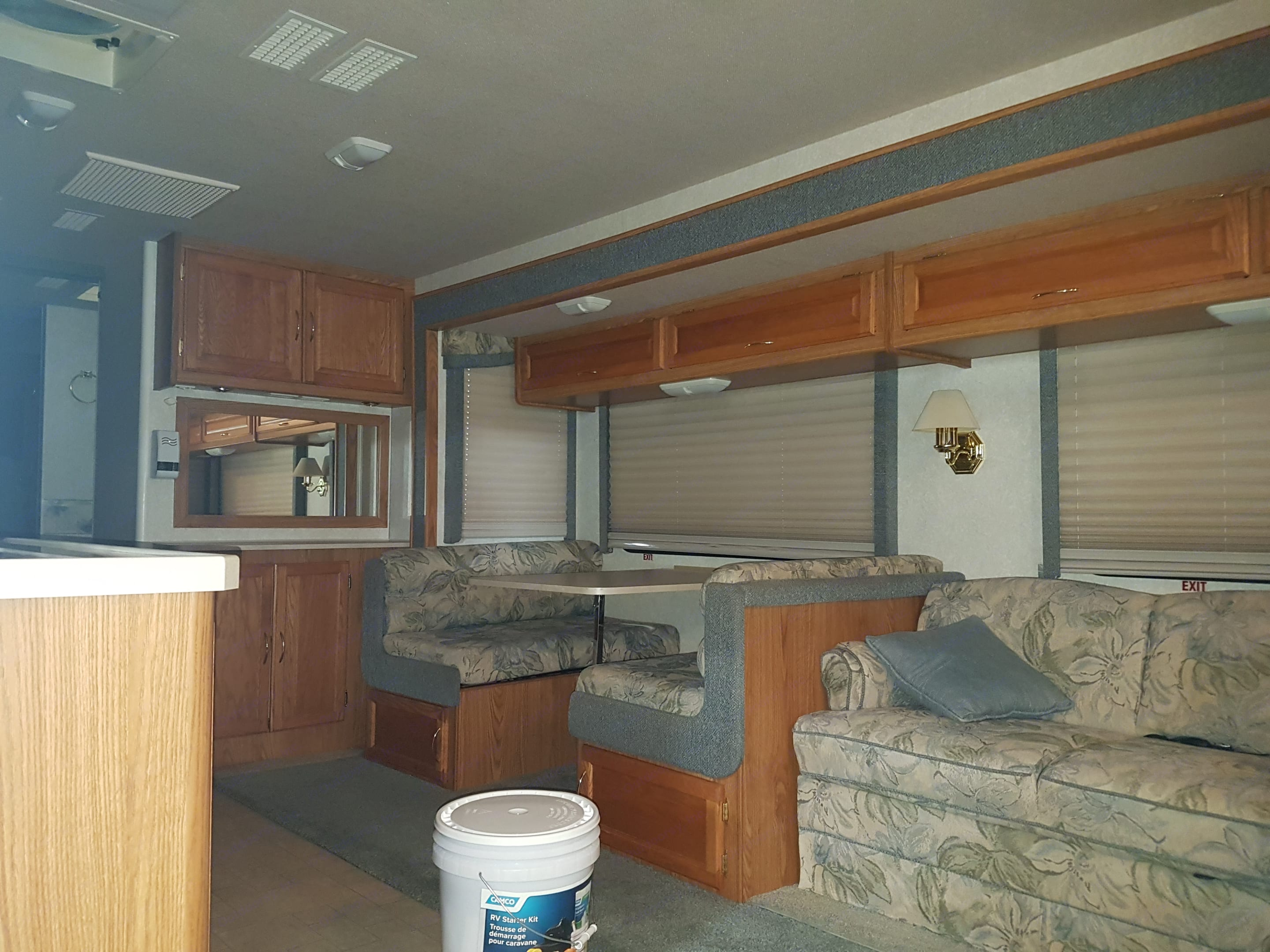 Very confortable With aircondition and Heater. Fleetwood Bounder 2003