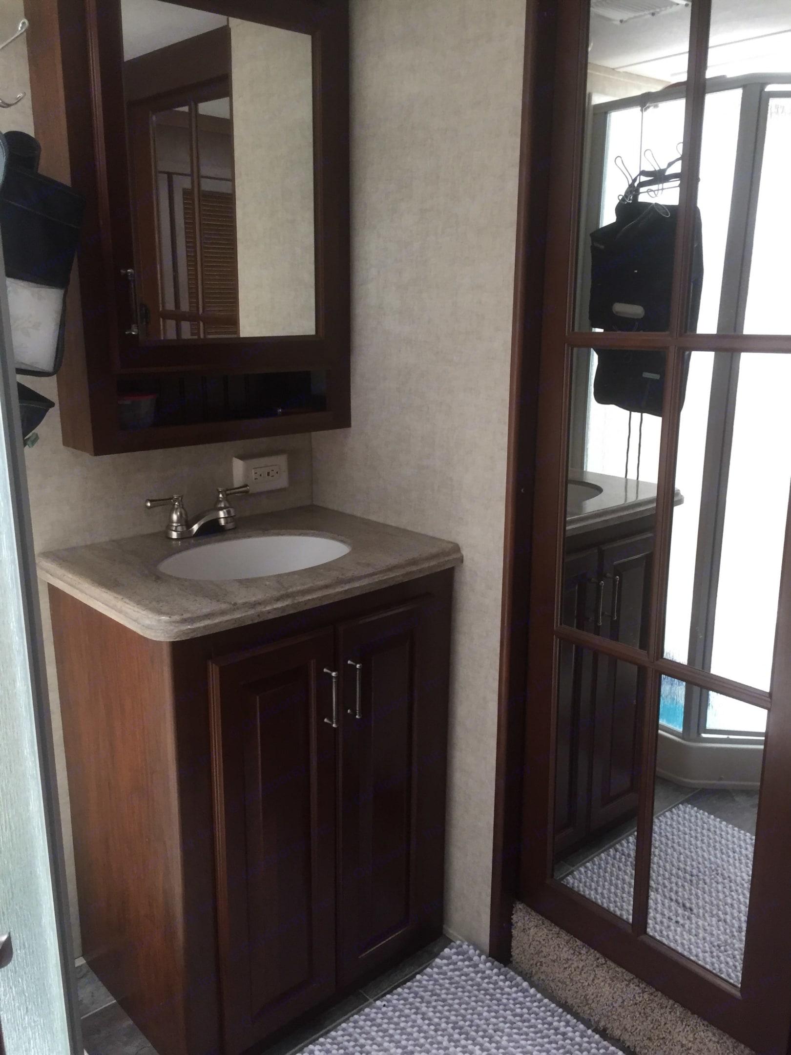 Master Bathroom. Keystone Alpine 2015