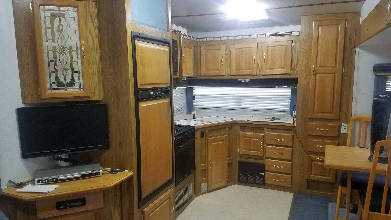 Spacious kitchen.. Thor Motor Coach Tahoe 1997