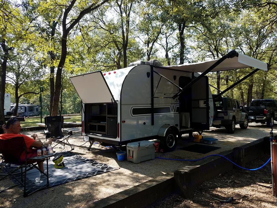 The ultimate little camping cottage!  Create your own outdoor living space in back near the outdoor kitchen with extra fridge and outdoor TV hook up.    . Winnebago Winnie Drop 170K 2018