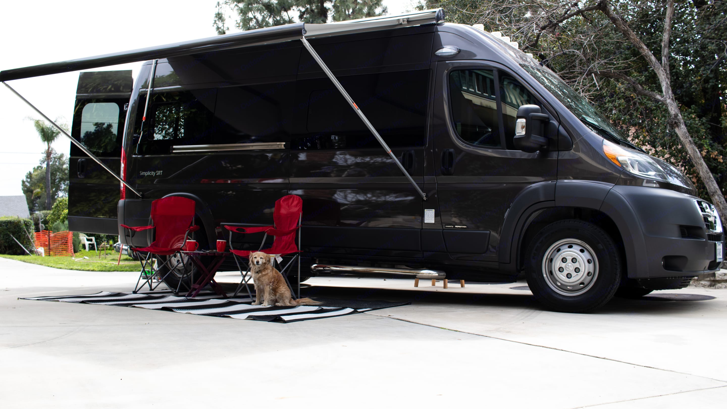 the easy to use awning gives plenty of shade (dog not included). Roadtrek simplicity srt 2018